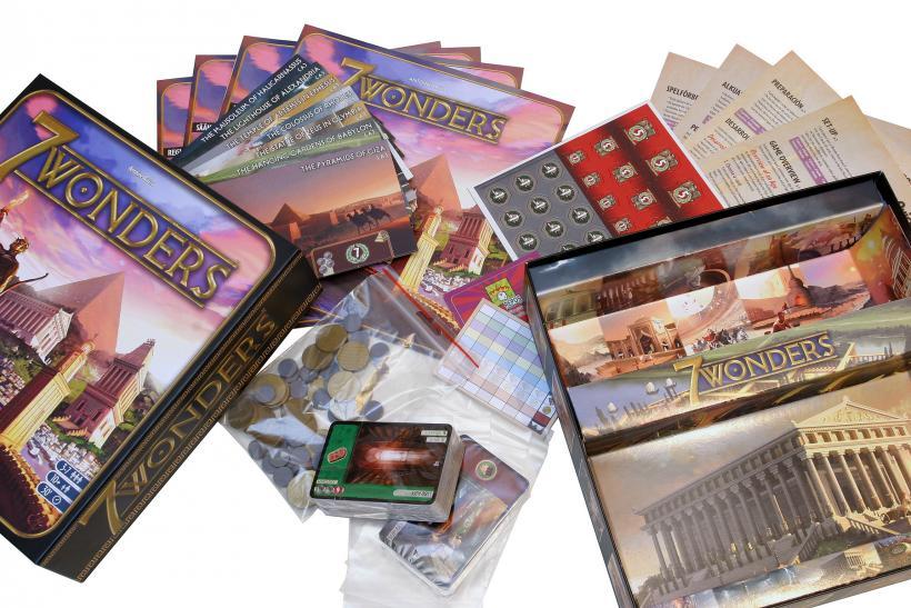 Scatola e componenti di 7 Wonders