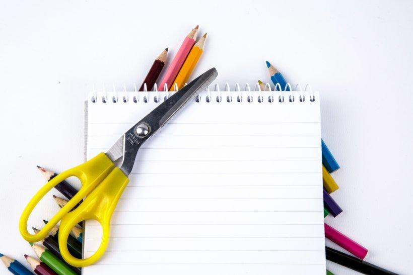 Carta, matite, forbice: il necessario per i giochi fai da te