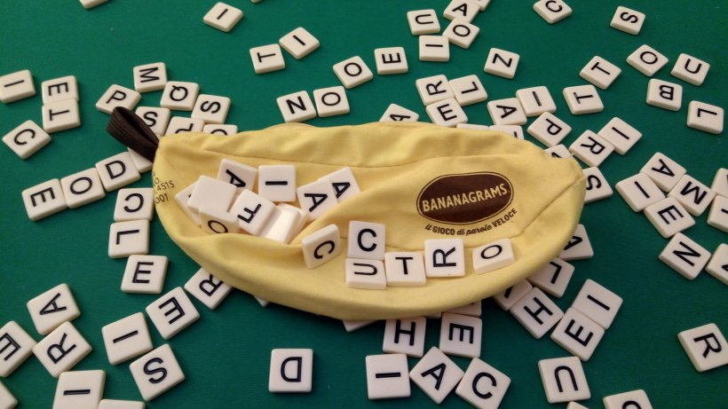Bananagrams con le sue componenti