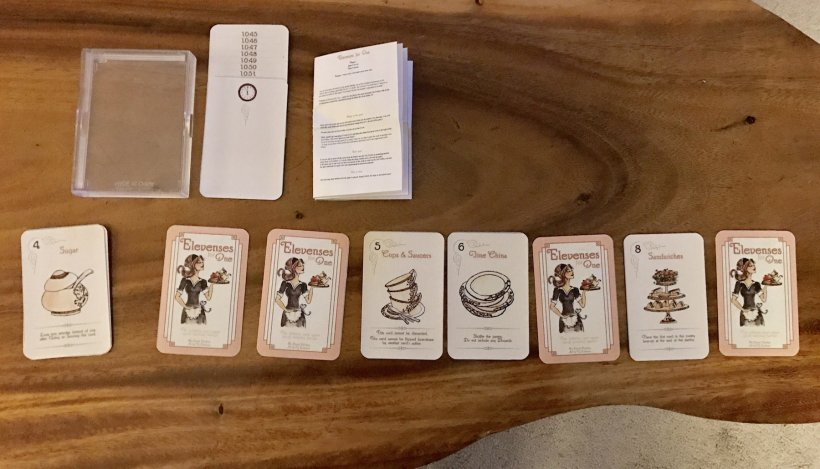 Componenti del gioco da tavolo fai da te per singolo giocatore Elevenses for One