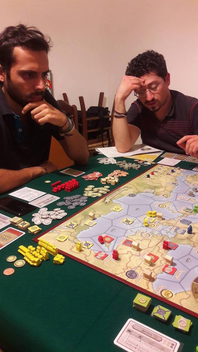 Antique II: giocatori al tavolo da gioco