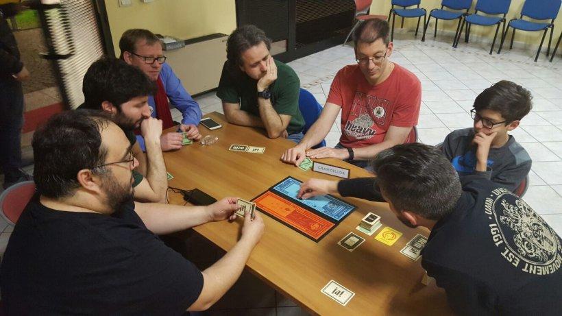Foto di gruppo a Secret Hitler con la Splotter Spellen