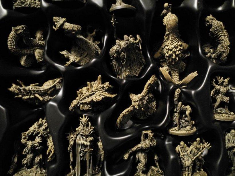 Tainted Grail: box miniature