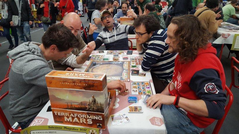Giocatori alle prese con Terraforming Mars a Play 2017