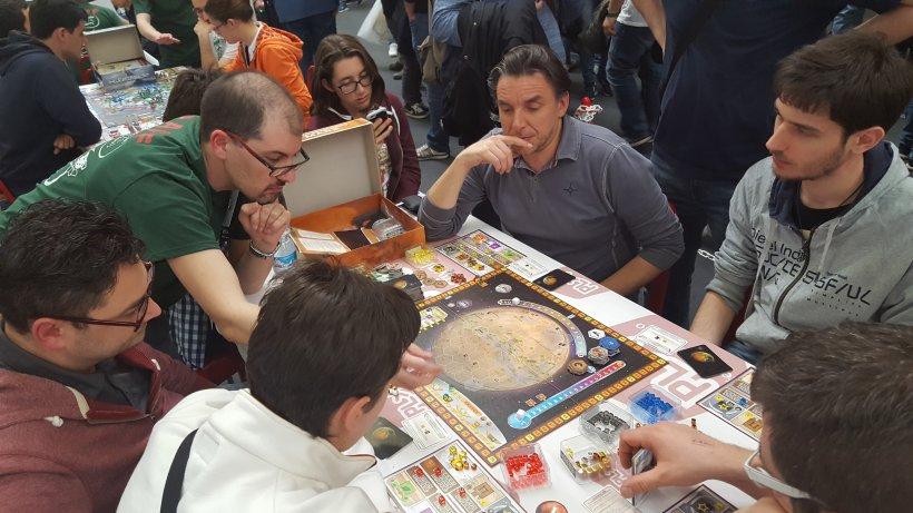 Linx spiega il gioco da tavolo Terraforming Mars a Play 2017