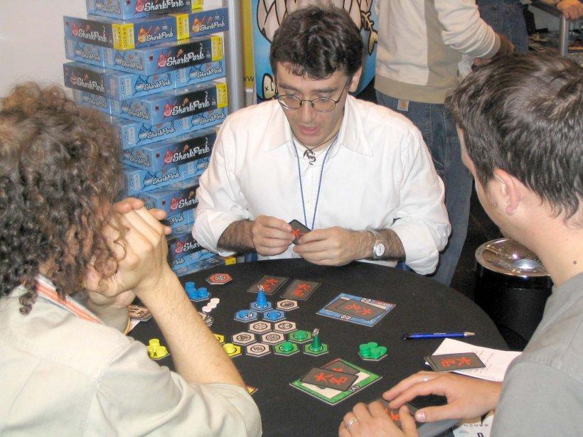 Il game designer di Magewars, Dakota ecc. Piero Cioni gioca a Daimyo
