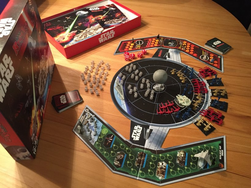 Scatola e componenti di Risk: Star Wars edition