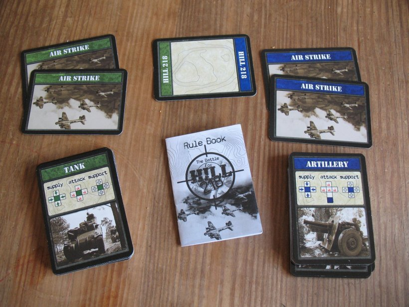 Componenti del gioco The Battle for Hill 218: carte e regolamento