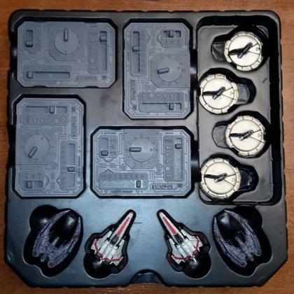 Battlestar Galactica Starship Battles interno della scatola