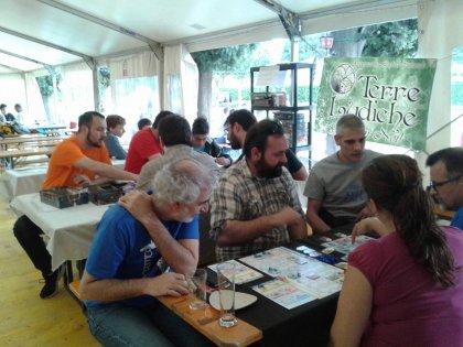 BerGame, giocatori seduti ai tavoli del gioco libero