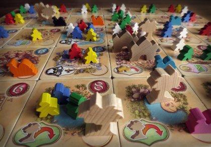 Tabellone di gioco durante una partita a Five Tribes