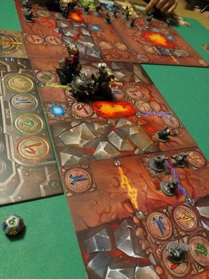 Mechs vs Minions: trascinare una bomba in mezzo alla lava non è salutare