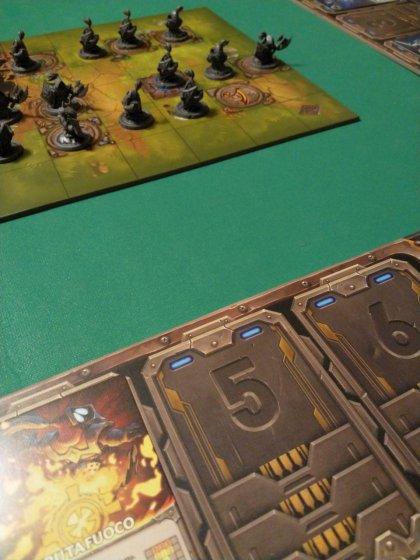 Mechs vs Minions: plance e tabellone