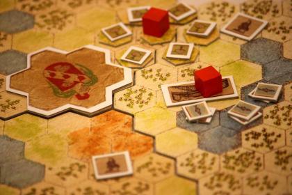 Zoom sulla plancia di gioco di Antiquity