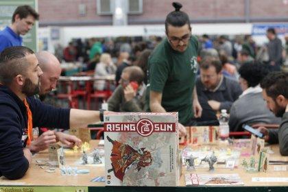 Rising sun: tavoli Play 2019