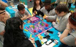 Galleria di quelli che giocavano ai giochi da tavolo al Salone del libro di Torino 2019