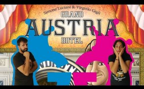 Grand Austria Hotel, partita completa tra dadi, caffè e strudel