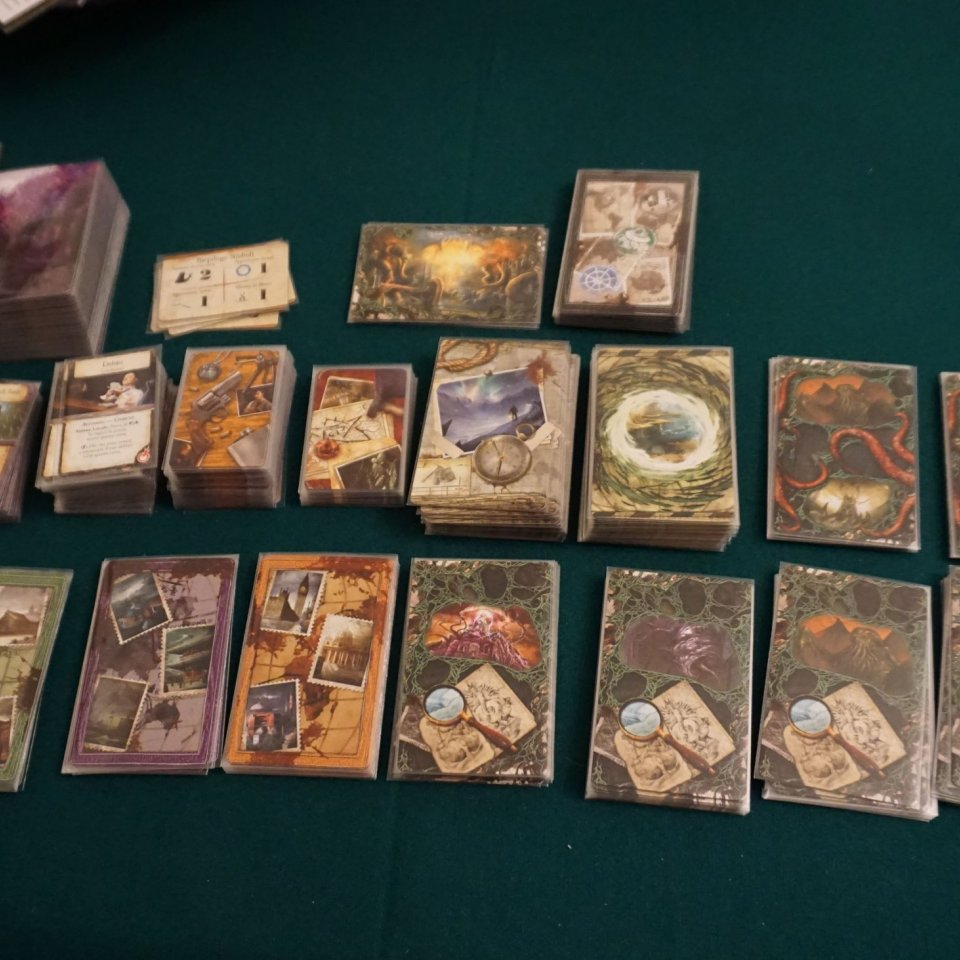 Eldritch Horror carte suddivise e imbustate
